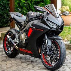 Bike Bmw, Honda Bikes, Moto Bike, Motorcycle Bike, Motorcycle Paint, Moto Ducati, Retro Motorcycle, Motorcycle Outfit, Honda Cbr 1000rr