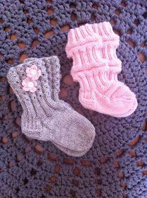 Knitting Charts, Baby Knitting Patterns, Knitting Designs, Knitting Socks, Knit Baby Dress, Wool Socks, Knit Or Crochet, Mittens, Christmas Stockings