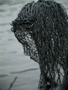British artist Derek Kinzett uses wire mesh to create beautiful figure sculptures. via Colossal Chicken Wire Art, Chicken Wire Sculpture, Sculpture Metal, Wire Sculptures, Abstract Sculpture, Art Fil, Street Art, Wire Mesh, Land Art