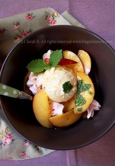 © Sarah Brunella - Vanilla ice cream with poached peaches
