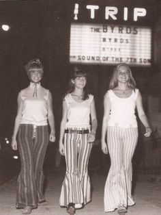 Sunset Strip, bell bottoms in front of the Strip spot The Trip. Twiggy, Scarlett Johansson, 1960s Fashion, Vintage Fashion, Hippie Man, Grunge, Sunset Strip, This Is Your Life, New Fashion Trends