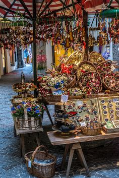 it smells good-   Souvenirs shop, Salzburg, Austria