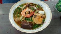 Banh Canh Cua (tapioca noodle soup with crab) by the famous lunch lady