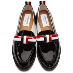 Thom Browne Black Patent Leather Bow Loafers (57.195 RUB) ❤ liked on Polyvore featuring shoes, loafers, scarpe, colorful shoes, bow loafers, patent leather loafers, bow shoes and black bow shoes