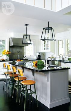 Toronto designer Ingrid Oomen of Qummunicate transforms a dark and dated 4,000-square-foot family cottage into an open and airy country charmer in majestic Muskoka.