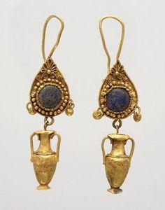 Boucles d\u0027oreilles avec pendentifs en forme d\u0027amphore, or et verre 3ème