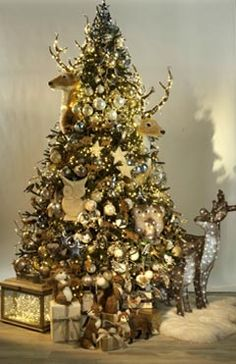 Sapin de noel   Pour plus d' inspiration visite http://www.ideesdecomaison.ch/  #homedecorideas #decoration #noel