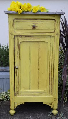 English Yellow #chalkpaint #morethanpaint #anniesloan