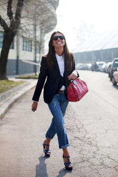outfit of pants and a blouse look chic and stylish. The Sartorialist, Rolled Jeans, Blazer With Jeans, Torn Jeans, Denim Jeans, Style Outfits, Casual Outfits, Casual Chic, Semi Casual