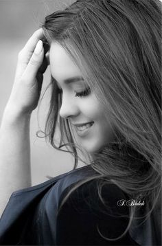 Black and White Portrait Photography: Expert Advice That Helps You Succeed – Black and White Photography Self Portrait Photography, Portrait Photography Poses, Photography Poses Women, Lovely Girl Image, Beautiful Girl Photo, Girl Photo Poses, Girl Poses, Black And White Portraits, Black And White Photography