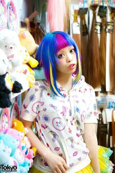A Tokyo hair salon that's helped to keep Harajuku colourful and kawaii for nearly a decade – Viva Cute Candy! Click for more photos and video: https://www.rainbowhaircolour.com/viva-cute-candy-kawaii-colourful-hair-salon-in-tokyo/