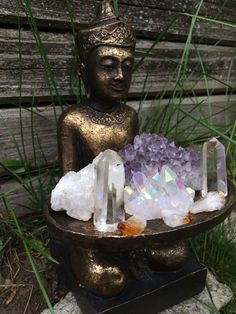 20 Fabulous Feng Shui Altar Photos, Get Inspired!: Buddha with a Tray of Crystals Altar Crystal Magic, Crystal Grid, Crystal Healing, Crystal Altar, Crystal Decor, Crystal Garden, Amethyst Crystal, Crystals And Gemstones, Stones And Crystals