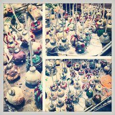 #christmas #cakepop #pastry #sweet #deco #yummi #delicious #dessert #bombillo #navidad #postre #dulce #bocadito #food #comida #red #rojo #green #verde #golden #dorado #silver #plateado #colors #fun #different #madebyme #coffeebread #cumbaya #quito #ecuador #vevey #vaud #switzerland #noel #suisse