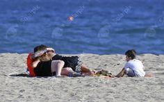 Leo Messi , Antonella Roccuzzo et Thiago a la plage , le 26 Mai