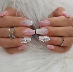 Great Inspiration Nail Art With Glitters To Look More Elegant Nail, Your nails are like a little canvas wherein it is possible to place some inspirational designs like a lace ornament. It is vital to keep the nails wel. Hot Nails, Pink Nails, Hair And Nails, Bridal Nails, Wedding Nails, Latest Nail Art, Elegant Nails, Glitter Nail Art, Pink Glitter