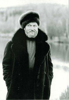 Ivan Rebroff (* 31. Juli 1931 in Berlin-Spandau als Hans Rolf Rippert; † 27. Februar 2008 in Frankfurt am Main) war ein deutscher Sänger, der dank des Einsatzes der Falsettstimme einen Stimmumfang von mehr als vier Oktaven besaß.