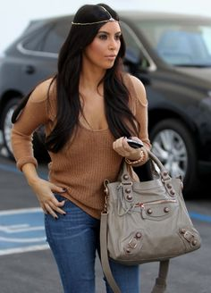 Kim Kardashian sported an Egyptian-inspired head piece, proving that you can easily add sparkle to a casual outfit by adding a dash of jewels to the top of your head.   http://nubry.com/2012/03/celebrity-trend-vintage-inspired-jewel-head-pieces/