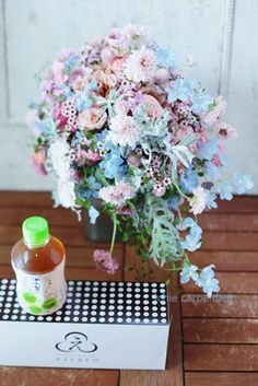 前回の、アニヴェルセルみなとみらい様へのシャワーブーケ、その翌日の様子です。手前のえいたろうのどら焼きと十六茶まで!差し入れにとお心遣いをくださった花嫁様... Floral Wreath, Wreaths, Flowers, Decor, Floral Crown, Decoration, Door Wreaths, Deco Mesh Wreaths, Decorating