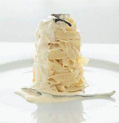 Pasta with vanilla bean and crème fraiche Dessert Pasta, Lotsa Pasta, Creme Fraiche, Pasta Dishes, Sour Cream, Sweet Tooth, Vanilla, African, Desserts
