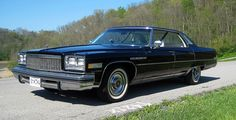 1976 Buick Electra Limited Park Avenue http://www.curbsideclassic.com/curbside-classics-american/curbside-classic-1976-buick-electra-limited-eat-drink-and-be-merry-for-tomorrow-we-diet/