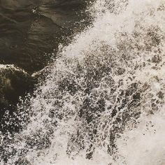 via Instagram dominicottlinger: #überwasser #küste #hamburg #elbe #drop #water
