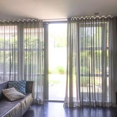 Cadzand Zwart Wave Gordijnen Op Maat. Lengte Gordijn Window Treatments Living Room Curtains, Home Curtains, Curtains With Blinds, Window Coverings, Interior Styling, Interior Design, Living Room Inspiration, New Furniture, Home Textile