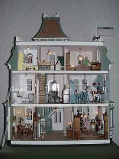 Have a look at this wonderful homemade dollhouse - what an original version Victorian Dolls, Victorian Dollhouse, Fairy Houses, Play Houses, Doll Houses, Mini Houses, Miniature Houses, Miniature Dolls, Dollhouse Kits