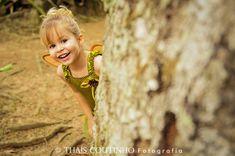 tinkerbell themed photo shoot  http://fotosealbuns.com/blog/2012/11/conto-de-fadas-da-sininho-em-ensaio-fotografico-infantil/