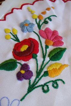 ハンガリーカロチャ刺繍の花柄ドイリー(円形) の通販 | カラメル