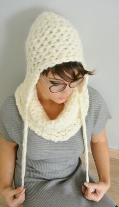 Snood et bonnet Gigantic TUTO par virginie Karakus Bonnet Crochet, Crochet Diy, Chunky Crochet, Crochet Woman, Winter Accessories, Crochet Accessories, Bolero, Yarn Inspiration, Poncho