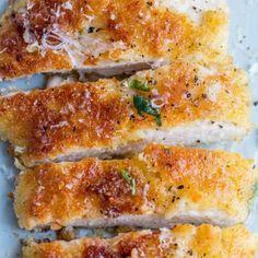 Crispy Parmesan Crusted Chicken - Valentina's Corner Parmesan Crusted Chicken, Chicken Parmesan Recipes, Chicken Parmesean, Recipe Chicken, Chicken Slices, Easy Chicken Dinner Recipes, Breast Recipe, Mets, Vegan