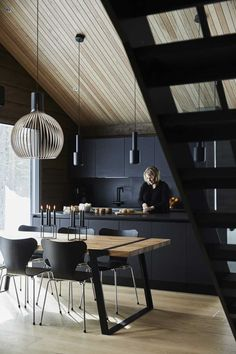 Inspiration for natural holiday homes and log cabins - Honka Modern Cabin Interior, Decor Interior Design, Log Home Interiors, Log Home Floor Plans, Log Home Decorating, Decorating Ideas, Cabin Kitchens, Elegant Kitchens, Log Cabin Homes
