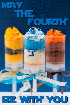 'Star Wars'-Inspired Recipes: Each of these push pops represents a different character in the series. Star Wars Food, Star Wars Cake, Star Wars Party, Cake Push Pops, Push Up Pops, Cake Pops, Happy Star Wars Day, Snacks To Make, Star Wars Birthday