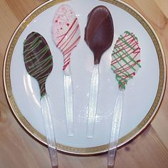 Chocolate-dipped coffee spoons are an easy homemade holiday gift. Make them simple and sweet or dazzle the tastebuds with custom flavors and colored chocolate melts! Our basic recipe for chocolate Christmas Goodies, Christmas Candy, Christmas Treats, Holiday Treats, Holiday Recipes, Holiday Gifts, Xmas, Christmas Recipes, Holiday Fun