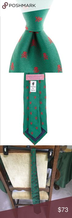 NWT Vineyard Vines skull and cross bones tie Brand new vineyard Vines skull and cross bones tie. Color: green. Made in the USA. 100% imported silk. Happy poshing😋👍 Vineyard Vines Accessories Ties