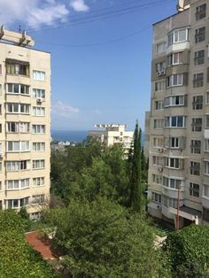 Holiday home BAB Alushta Holiday home BAB is located in Alushta, 26 km from Yalta. Simferopol? is 39 km from the property. Free WiFi is offered .  All units are air conditioned and feature a flat-screen TV. There is also a kitchen, fitted with a fridge.