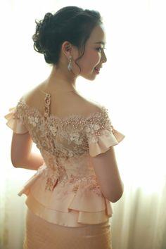 Kebaya Lace, Kebaya Dress, Modern Kebaya, Myanmar Dress Design, Sunday Dress, Thai Dress, Dress Making Patterns, African Dresses For Women, Traditional Dresses