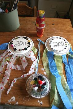 leave out the streamers and toddlers can decorate their plates