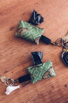 Dog DIY: Make your own waste bag dispenser for the key chain! - contains unsolicited advertising, make your own manure bag dispenser, Gassackerl dispenser, sewing - Diy Dog Bag, Homemade Stuffed Animals, Diy Home Accessories, Diy Tumblr, Pet Pigs, Decoration Originale, Pet Shop, Dog Toys, Key Chain