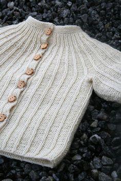 Free Norwegian baby sweater pattern.