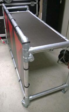 DJ Booth gemaakt met steigerbuis en koppelingen