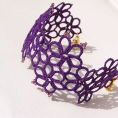 Bracelet made with simple small motifs by Lilas Lace ... free pattern : http://lilas-lace.fr/blog/2014/07/09/le-bal-des-debutantes/