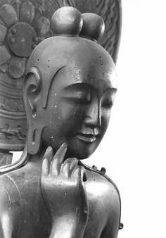 奈良 中宮寺 弥勒菩薩半跏思惟像 The camphor wood statue of Miroku  is a National Treasure dating from theAsuka period. Formerly painted, it is finished in lacquer.