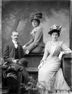 This elegantly behatted group are Mr Murphy of Prior Park, Clonmel, Co. Tipperary and sisters. #Ireland #Edwardian #portraits #1900s