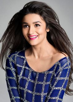 Alia Bhatt warns her fans against fake pictures of Highway!