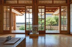 한옥 게스트하우스 link between inside and outside, I love this openness onto the garden!