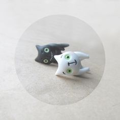 Bad and Good cats - white black summer cat fashion - hand painted polymer clay two stud earrings fake gauge rusteam