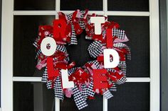 Fabric knots wreath - yuky colors and team but would look great with purple and gold :o)