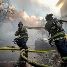 FEATURED POST   @markchera -  Everett guys pull a supply hose at the 10-alarm in Cambridge in December. Copyright @pictureboston Mark Garfinkel/Boston Herald . TAG A FRIEND! http://ift.tt/2aftxS9 . Facebook- chiefmiller1 Periscope -chief_miller Tumbr- chief-miller Twitter - chief_miller YouTube- chief miller  Use #chiefmiller in your post! .  #firetruck #firedepartment #fireman #firefighters #ems #kcco  #flashover #firefighting #paramedic #firehouse #firstresponders #firedept  #feuerwehr…