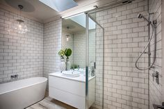 White on white bathroom - modern meets vintage